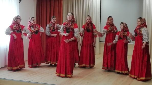 7 марта 2020 года учащимися и преподавателями МБУ ДО «ДШИ с.Федосеевка» была организована праздничная выставка детских рисунков «Семья глазами ребенка».